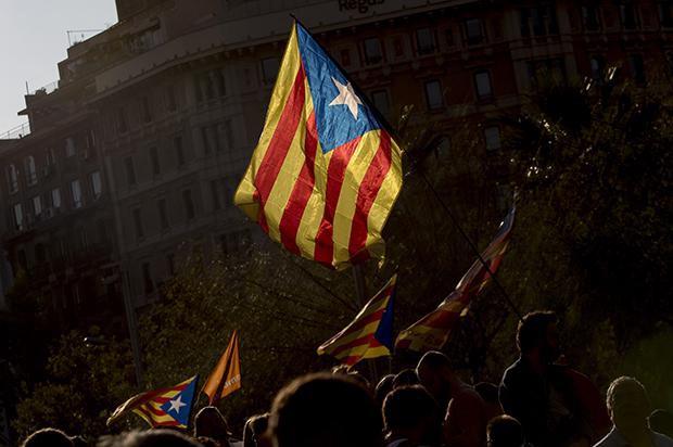 Cientos de activistas independentistas se manifiestan durante la huelga general en Barcelona el 3 de octubre de 2017. Miquel Llop / NurPhoto / Sipa USA / PA Images. Todos los derechos reservados.
